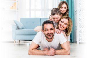 семья улыбается, дружная семья